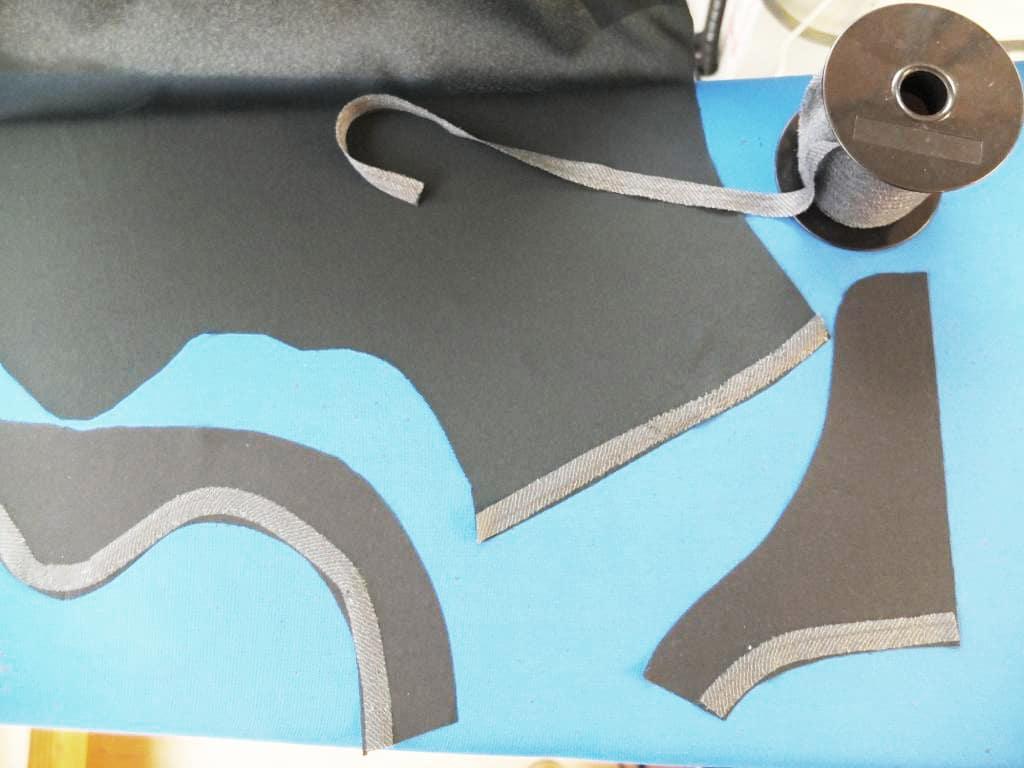 Die Schulter und die Belege werden mit einem fixierbarem Band aufgebügelt.