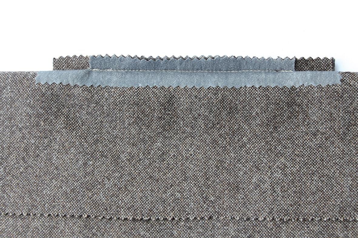 Zu sehen ist die Verarbeitung einer Paspeltasche mit spitzzulaufenden Ecken.