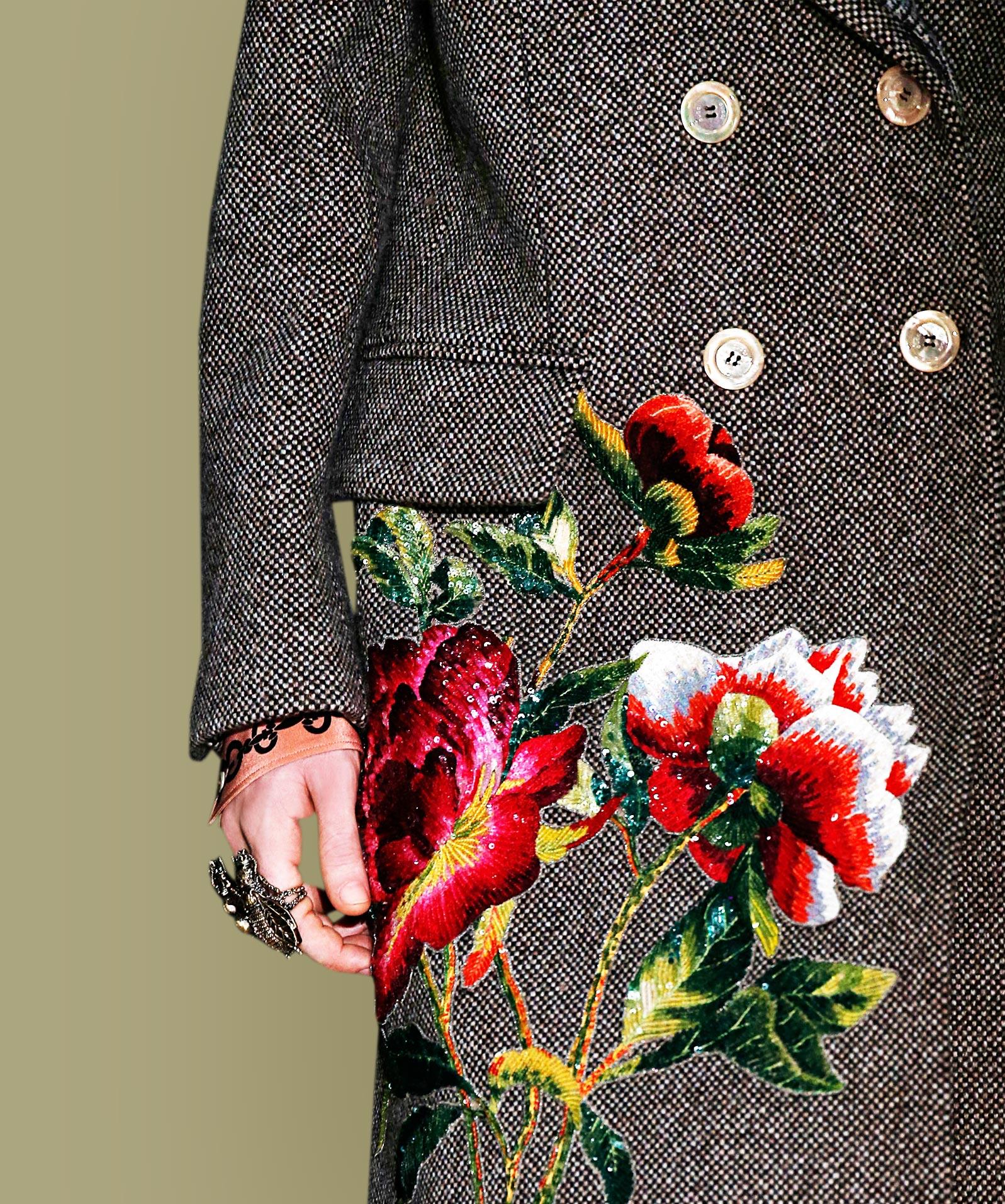 Mantel mit Blumen-Applikationen
