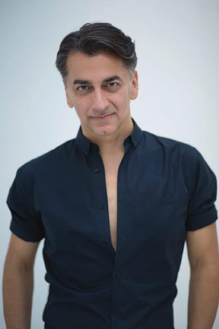Zu sehen ist ein Portrait des Chefdesigners Ali Ansari.