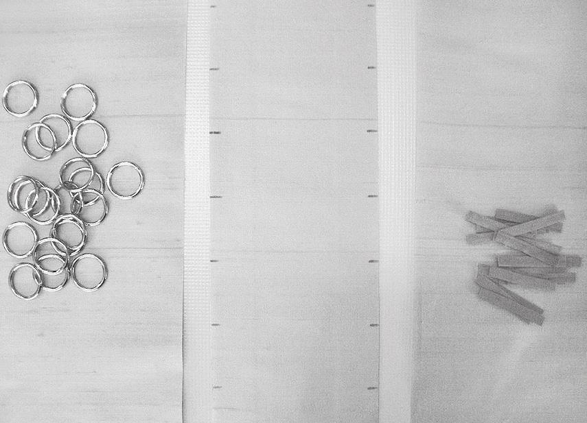 Gezeigt wird die Verarbeitung von einer Corsage mit Metallringen als Schnürrung.