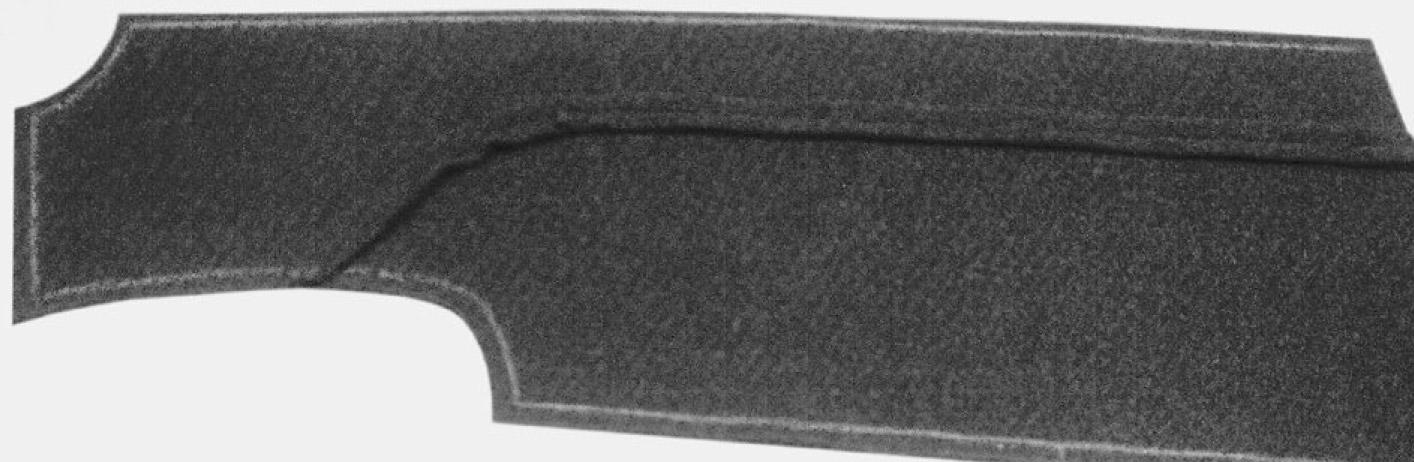 Das Foto zeigt das vordere Schnittteil des Mantels mit doppeltem Stehkragen. Beide Teile wurden vernäht.