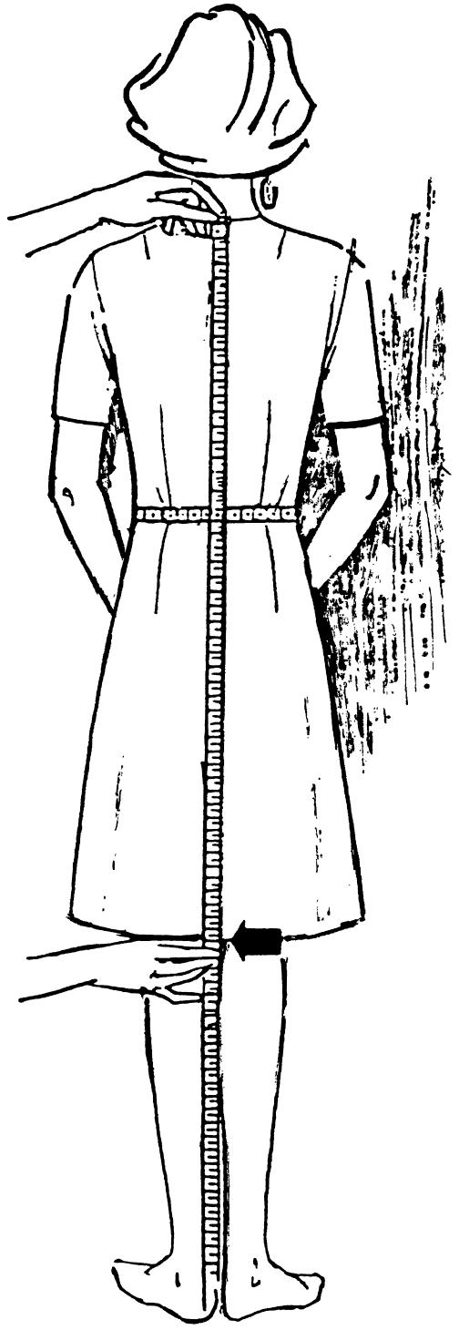 Eine DOB Zeichnung zeigt das Maßnehmen der Brusdttiefe.