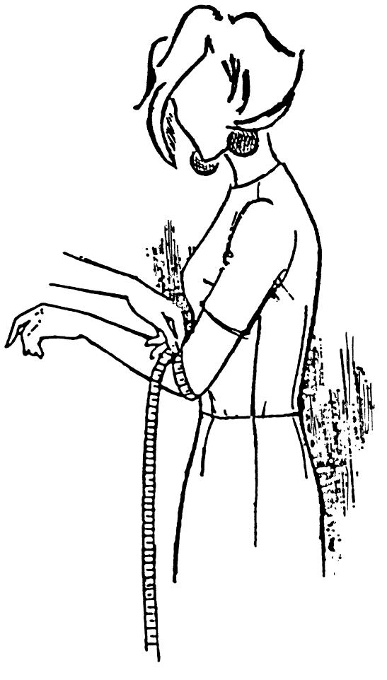 Eine DOB Zeichnung zeigt das Maßnehmen von Ellenbogenumfang.