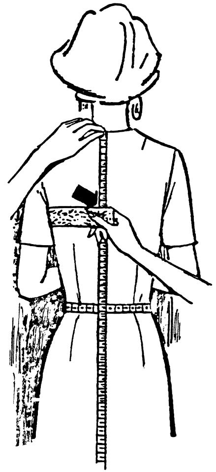 Eine DOB Zeichnung zeigt das Maßnehmen der Rückenhöhe.