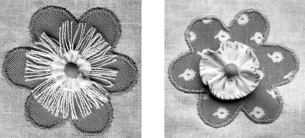 Zu sehen ist eiine genähte Blüte.