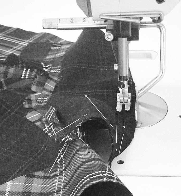 Der Oberkragen wird auf den Unterkragen bis zu den Spiegelnaht-Ecken gesteckt und genäht.