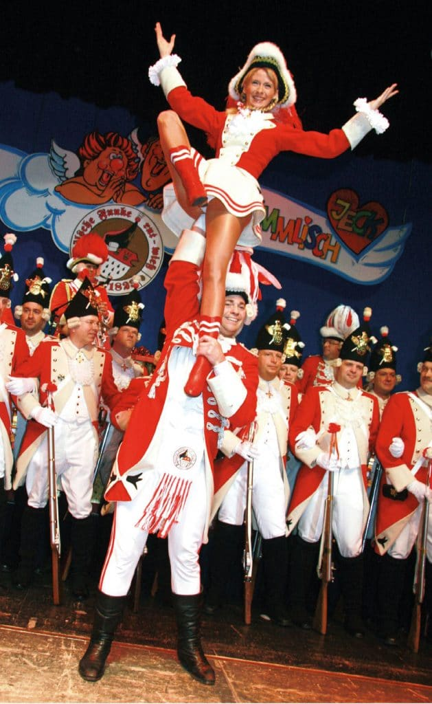 Funkenmariechen in Gardeuniform bei den Roten Funken