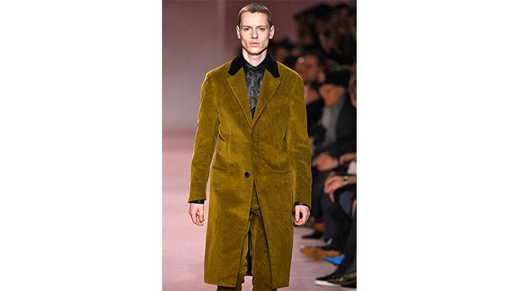 Der Slipon-Mantel von Berluti wurde auf der Paris Fassion week im Januar 2018 präsentiert