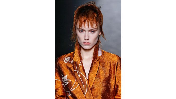 Eine orangene Jacke aus Jacquard von Ackermann.
