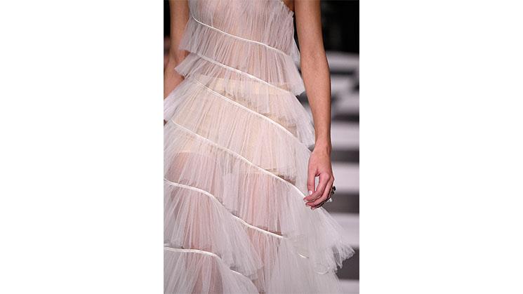 Ein durchsichtiges Kleid aus Tüll von Dior.