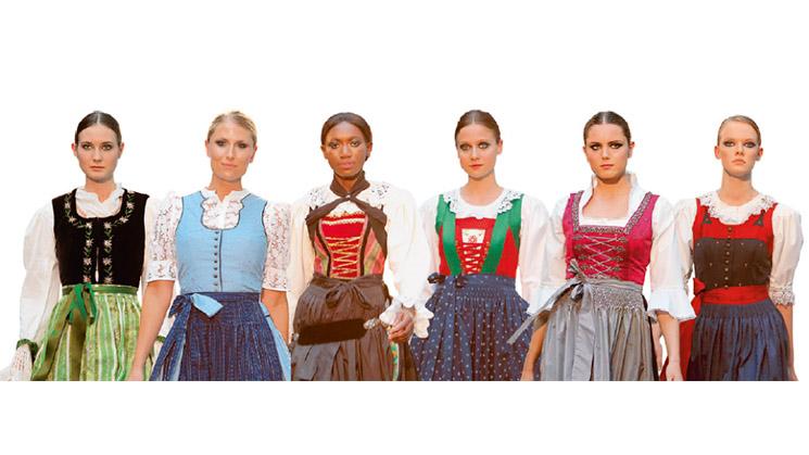 Verschiedene Dirndl-Modelle die die Vielseitigkeit der traditionellen Kleidung darstellen.
