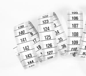 Maßband mit Zentimeter-Bezifferung