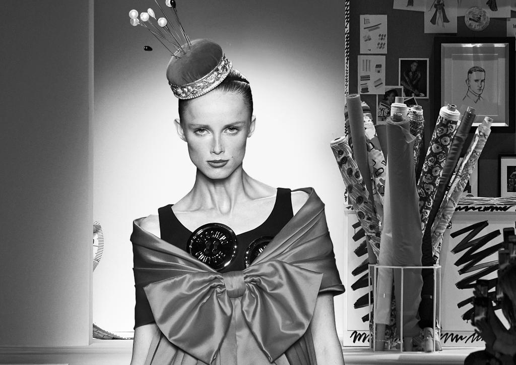 Viele Modeschulen bieten verschiedene Wege in die Modebranche an. Wir zeigen euch die Wichtigsten!