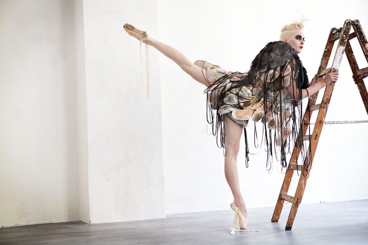 Kleid aus Ballettschuhe von Isabel Vollrath