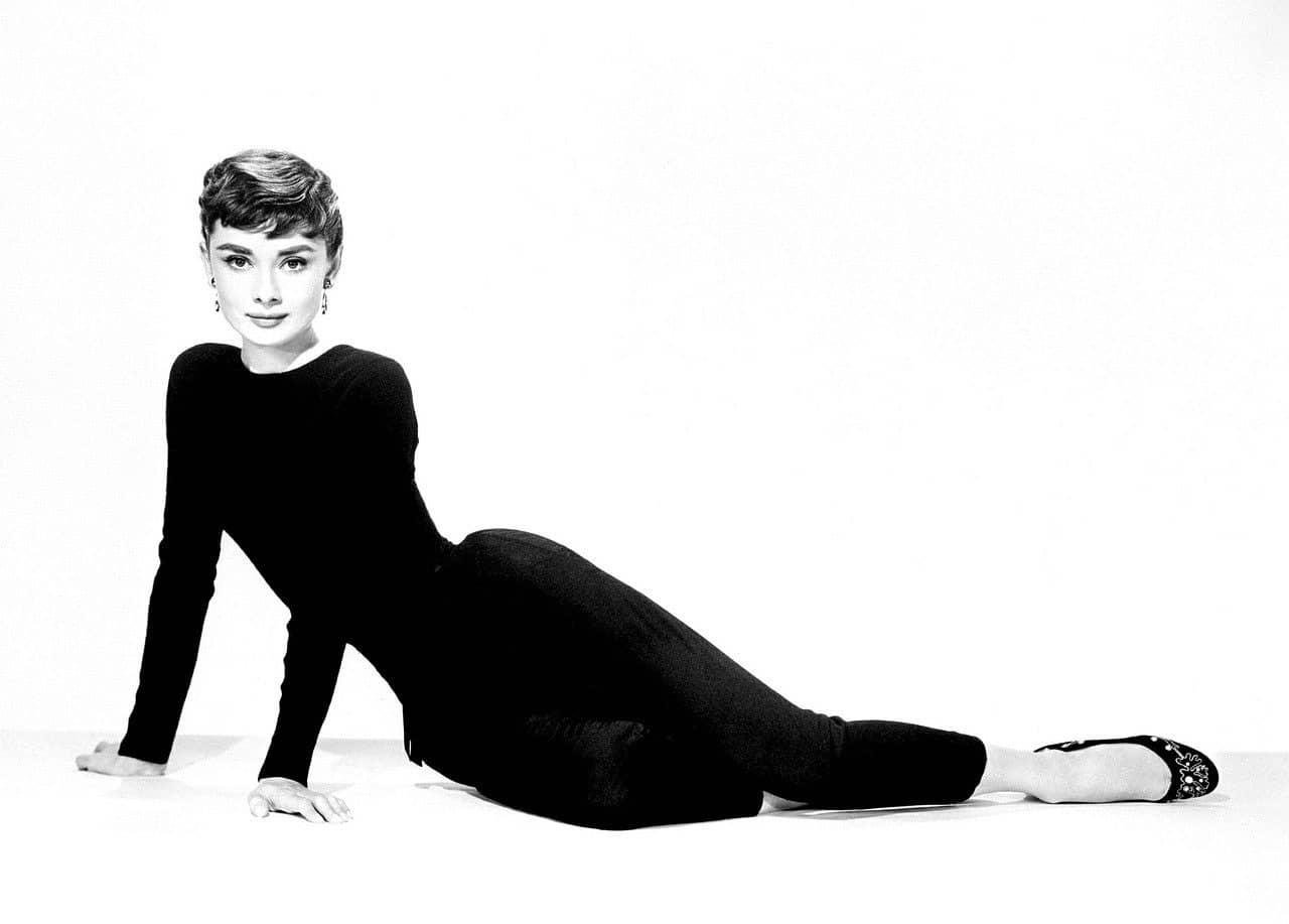 Audrey Hepburn im Look der 50er Jahre